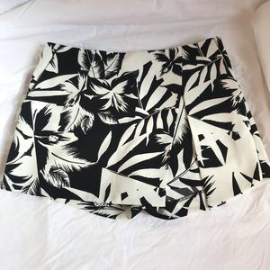 Express Black / White Floral Print Skort